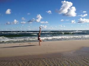 Dominika stoi na rekach. Chodzic tez potrafi....ale tylko 100 metrów - to ja pisalem: Maciek-maz